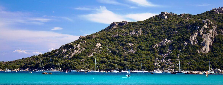 Vue d'une plage en Corse.