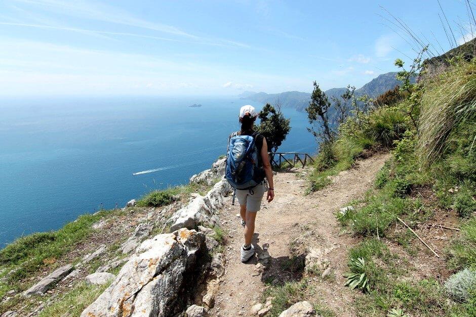Vue du golfe de Salerne depuis un sentier en Italie.