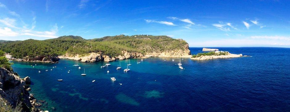 Vue depuis la Cova de Can Marça à Ibiza.