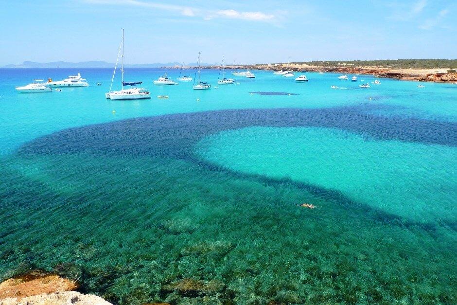 Vue d'une plage de l'île de Formentera, près d'Ibiza.