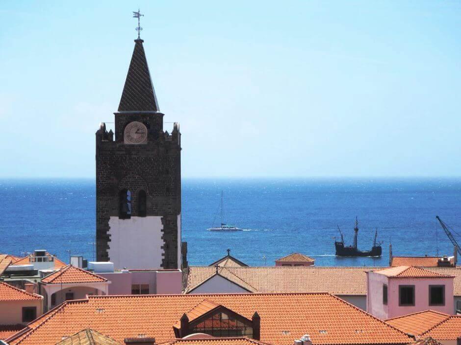 Vue du clocher d'une église de l'île de Madère.
