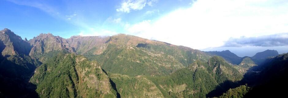 Panorama sur les montagnes de Madère.