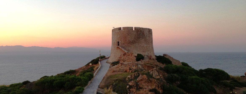 Vue d'une tour en Sardaigne.