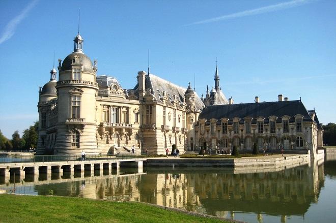 Vue du château de Chantilly dans l'Oise.