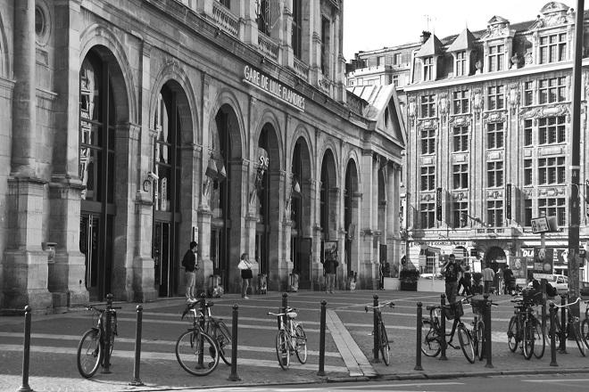 Vue du parvis de la gare de Lille Flandres.