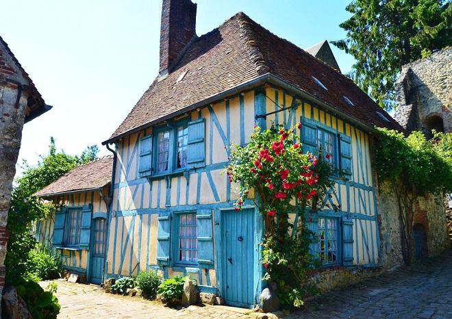 Vue sur une maison à colombage de Gerberoy dans l'Oise.