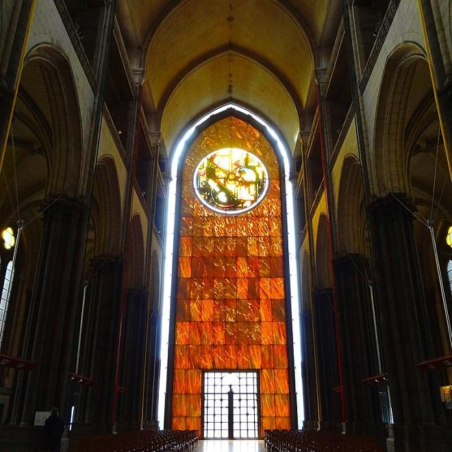 Vue intérieure de la cathédrale de Lille.