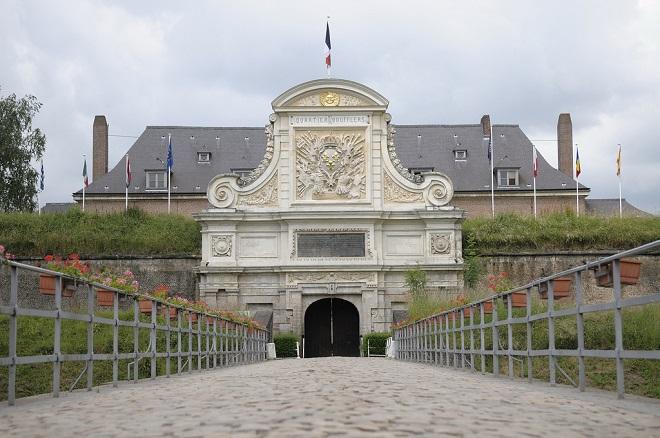 Vue de l'entrée de la citadelle de Lille.