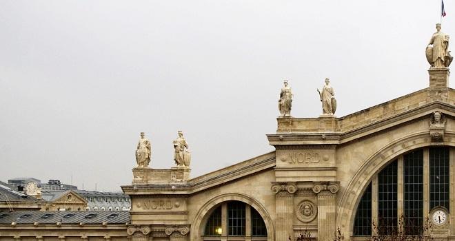 Détail de la façade de la gare du Nord à Paris.