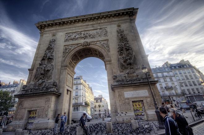 Vue de la porte Saint-Denis à Paris.