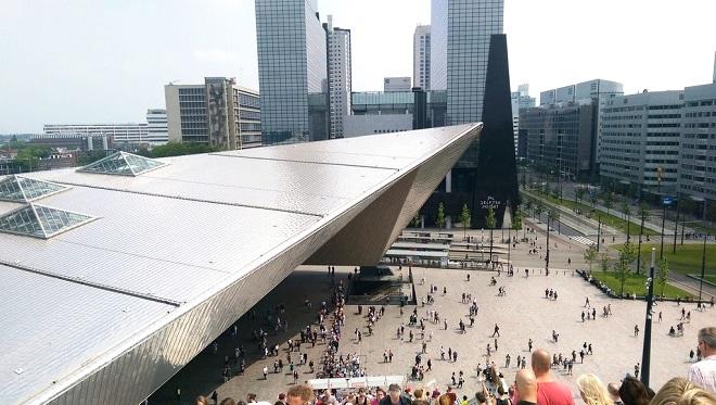 Panorama sur la gare de Rotterdam Centraal.