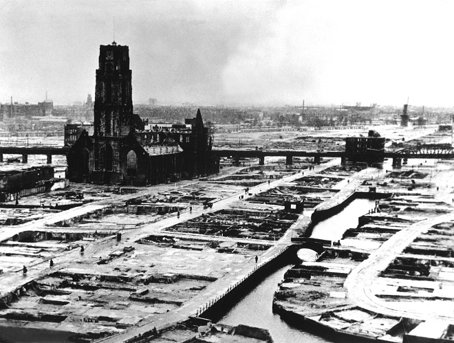 Ancienne photo de Rotterdam bombardée.