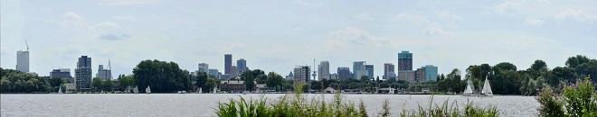 Vue d'un lac au centre-ville de Rotterdam.