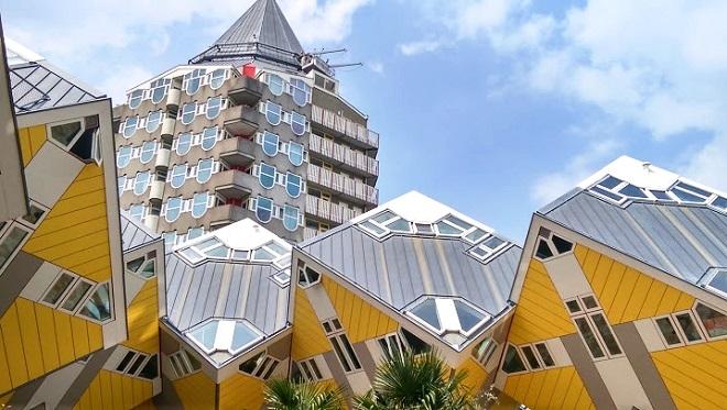 Vue des Maisons Cubes de Rotterdam.