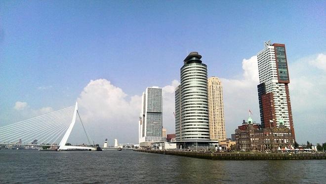 Vue du pont Erasme à Rotterdam.
