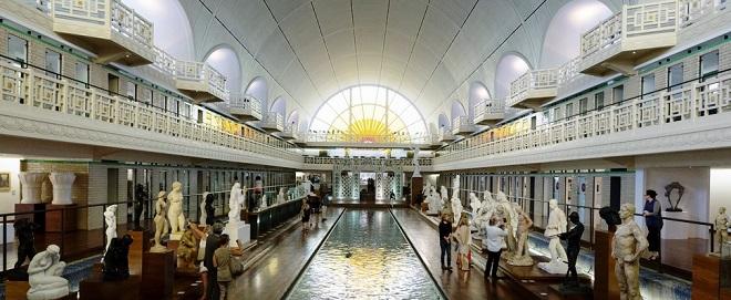 Vue intérieure du musée La Piscine à Roubaix.