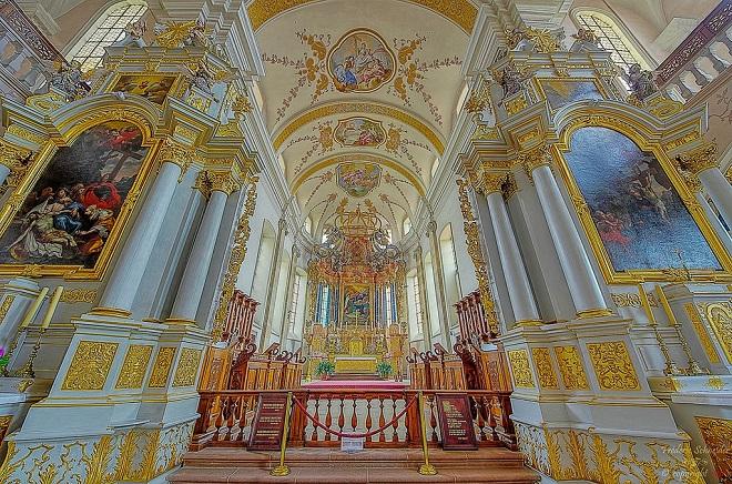 Intérieur de l'église d'Ebersmunster en Alsace.