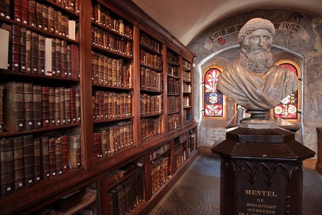 Intérieur de la Bibliothèque humaniste de Sélestat en Alsace.
