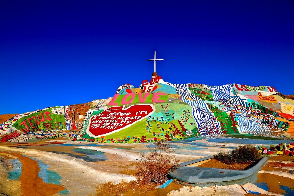 Vue de Salvation Mountain en Californie USA.