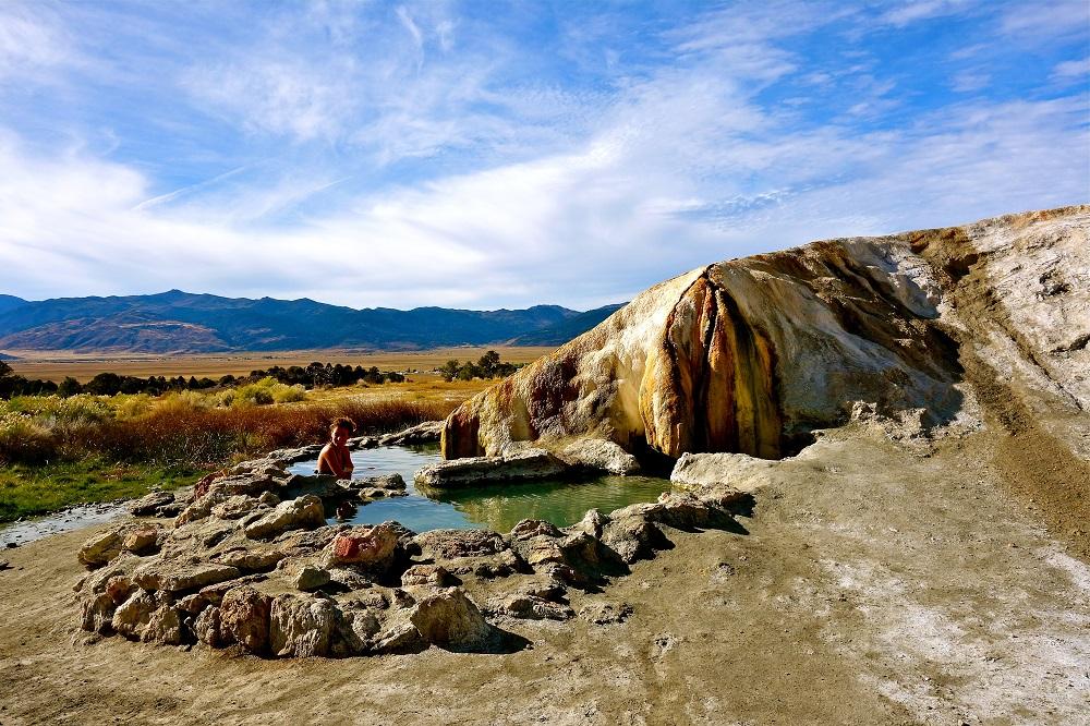 Vue des Travertine Hot Springs en Californie USA.