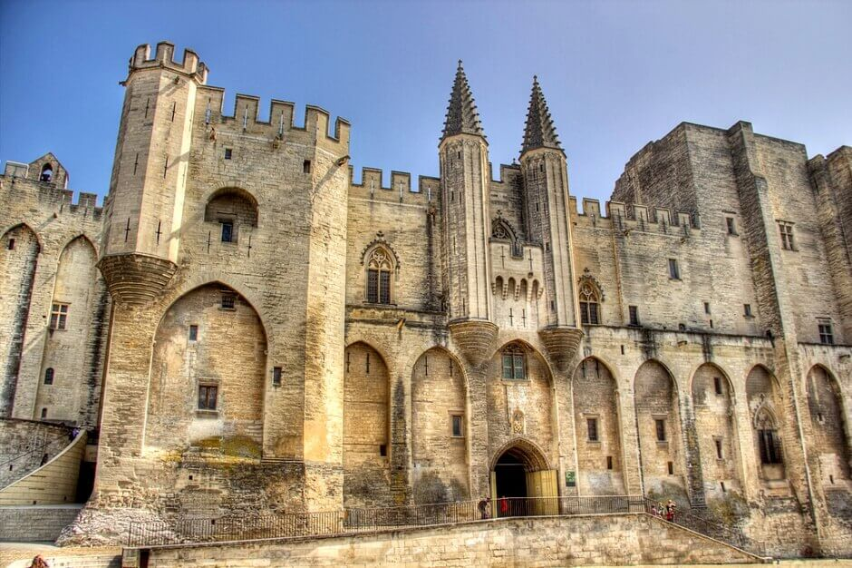 Vue du palais des papes à Avignon.