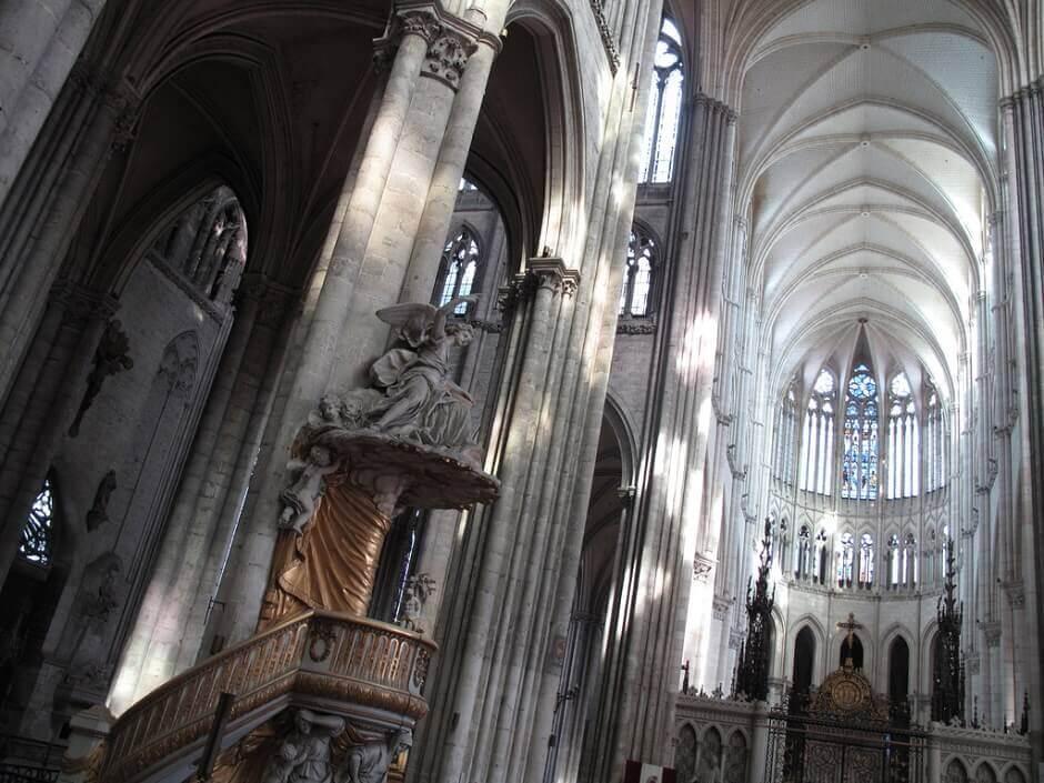 Vue intérieure de la cathédrale d'Amiens.