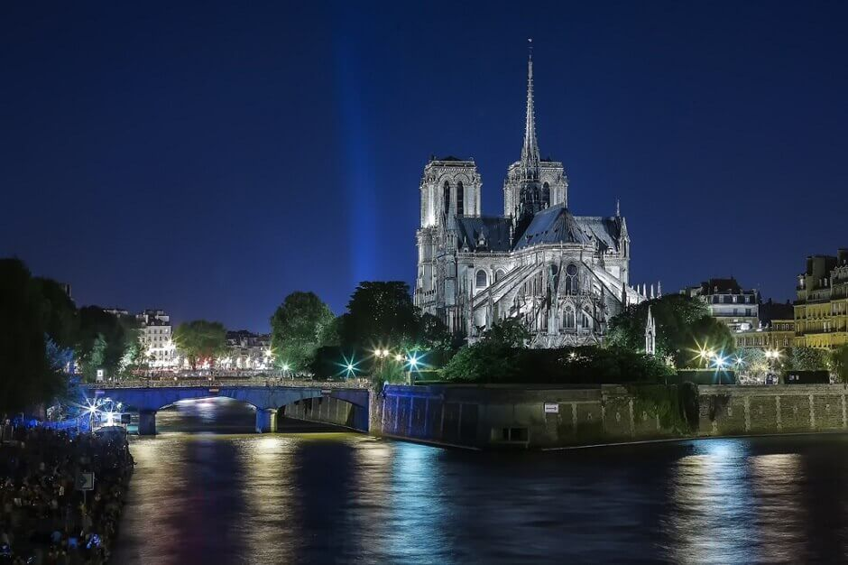 Vue sur la cathédrale Notre-Dame de Paris.