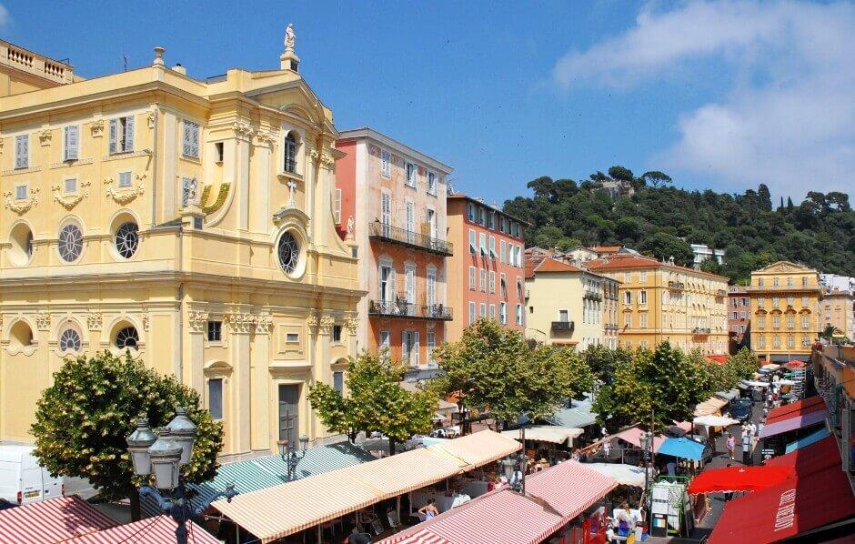 Vue du marché du cours Saleya à Nice.
