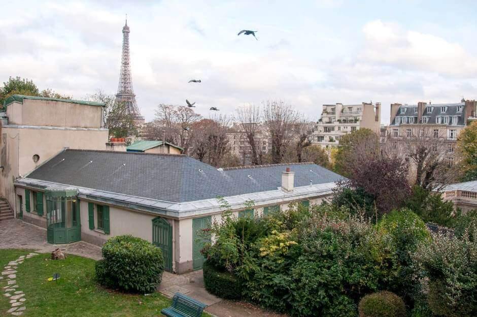 Vue de la Tour Eiffel depuis la maison de Balzac à Paris.