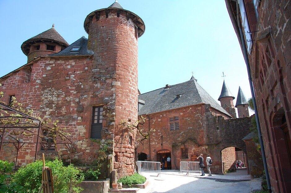 Vue du village de Collonges-la-Rouge dans le Limousin.