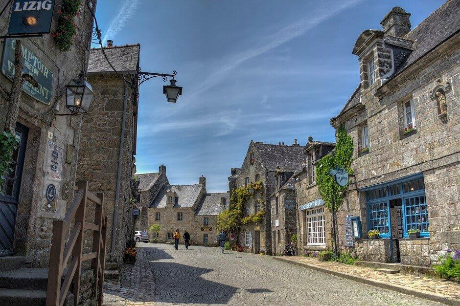 Vue du village de Locronan en Bretagne.