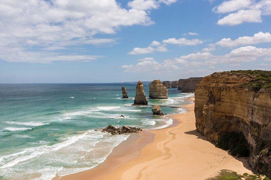 Vue des rochers des Douze Apôtres en Australie.
