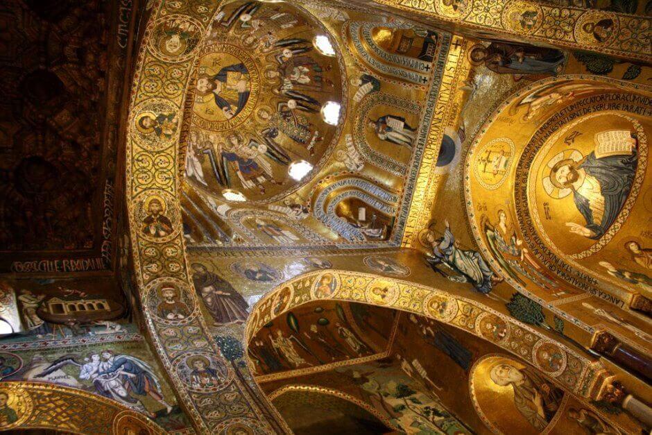 Vue de l'intérieur de la chapelle palatine de Palerme.