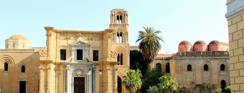 Vue de deux églises à Palerme.