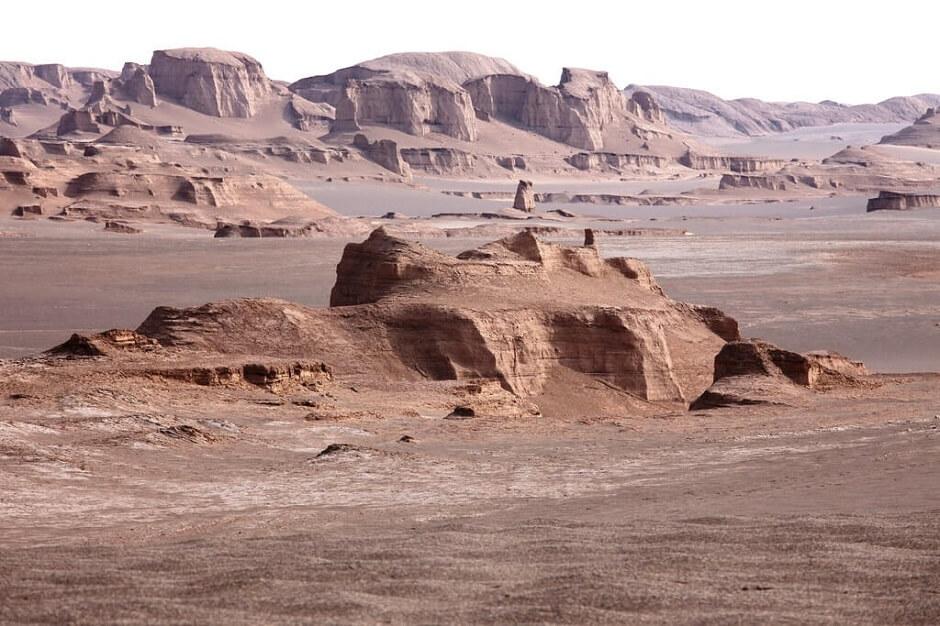 Vue d'un désert de pierre en Iran.