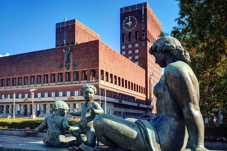 Le célèbre hôtel de ville d'Oslo.