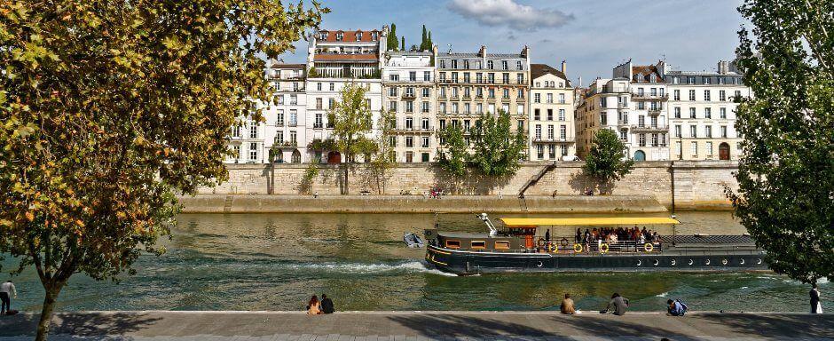 Maisons donnant sur la Seine à Paris.