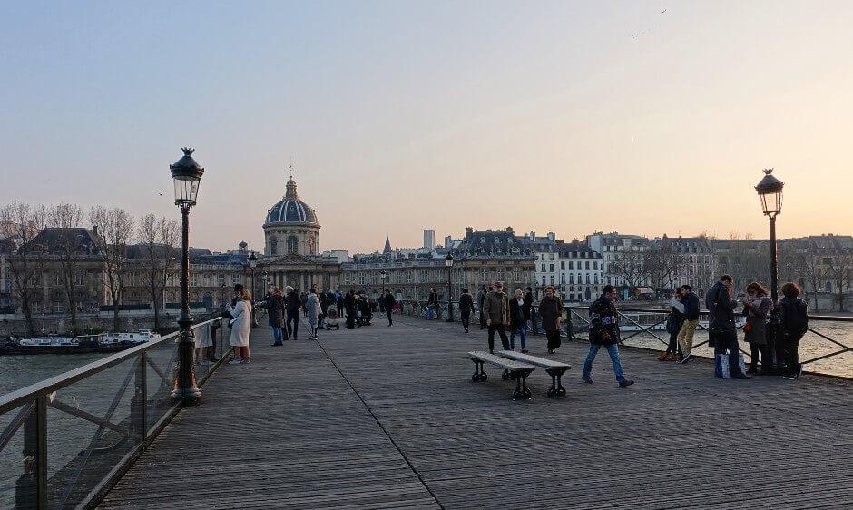 Vue du pont des Arts et de l'Institut à Paris.