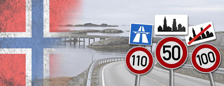 Panneaux sur une route en Norvège.