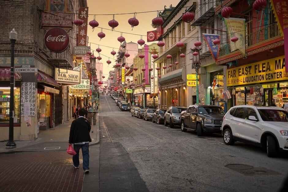 Une rue de Chinatown à San Francisco.