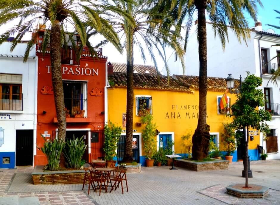 Une place à Marbella.