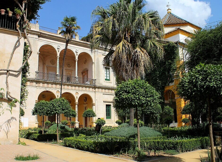 Cour d'un palais à Séville.