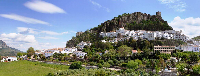 Un village blanc en Andalousie.