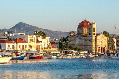Vue de l'île d'Égine en Grèce.