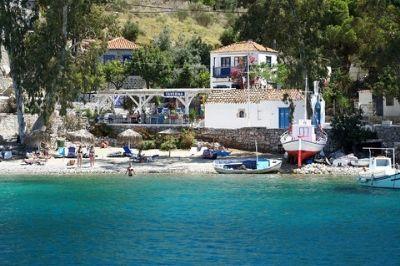 Vue d'une plage sur l'île grecque d'Hydra.