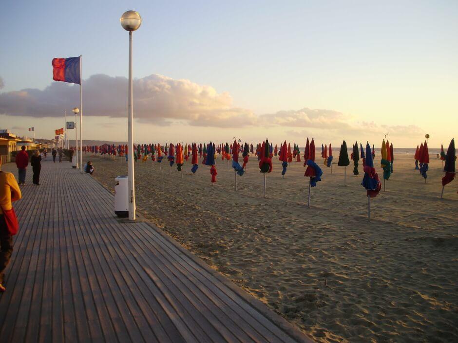 Plage de Deauville au soleil couchant