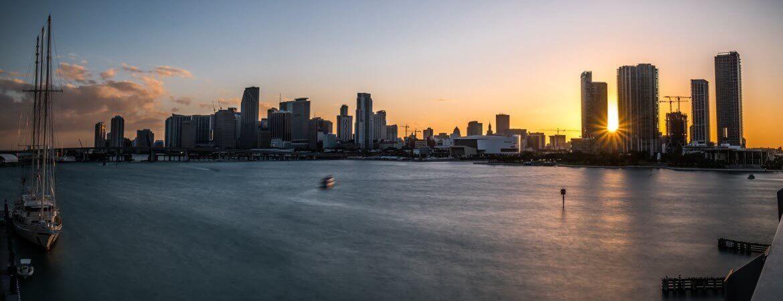 Coucher de soleil sur le port de Miami.