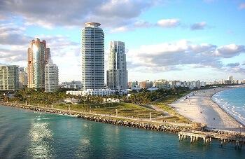 Vue sur le front de mer de Miami en Floride.