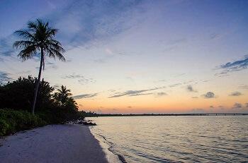 Coucher de soleil sur une plage de Sanibel en Floride.