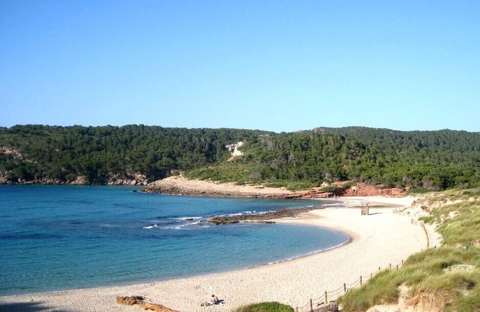 La plage de Cala d'Alagriens à Minorque.